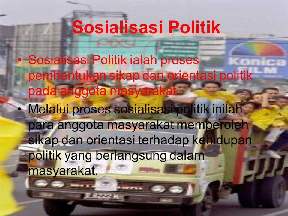 Sosialisasi Politik Sosialisasi Politik ialah proses pembentukan sikap dan orientasi politik pada anggota masyarakat.