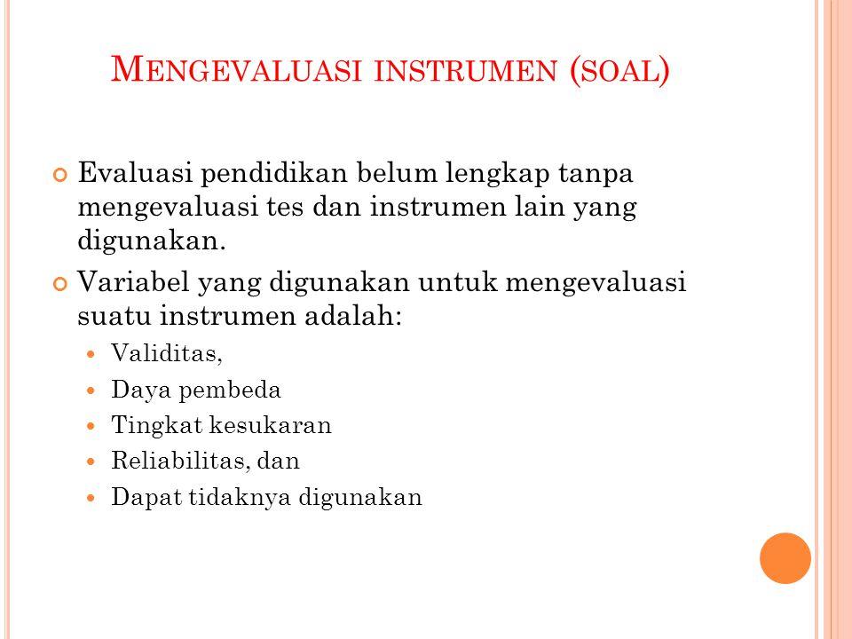Mengevaluasi instrumen (soal)