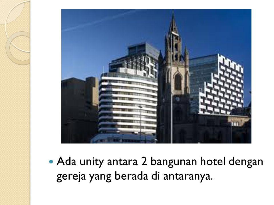 Ada unity antara 2 bangunan hotel dengan gereja yang berada di antaranya.