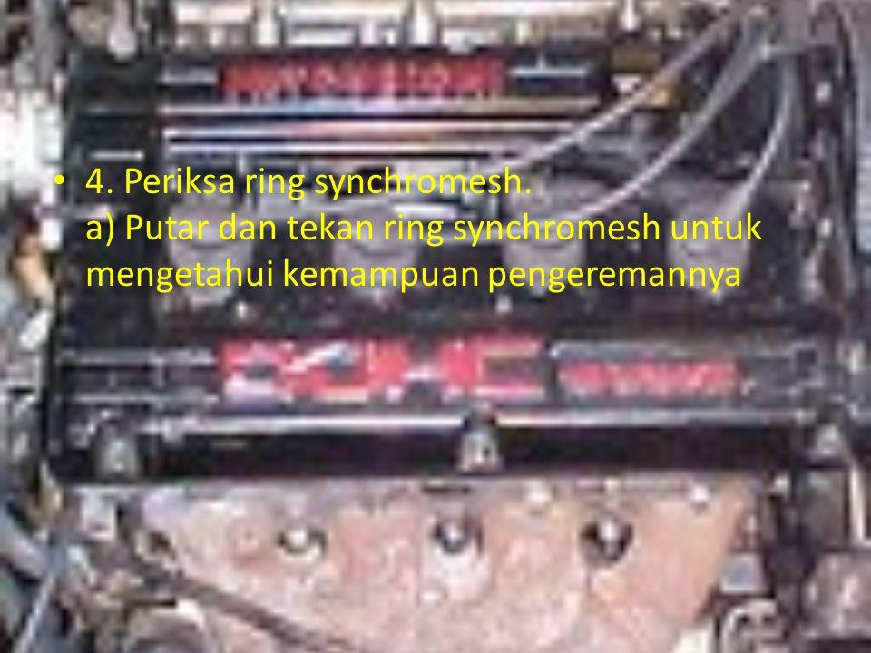 4. Periksa ring synchromesh