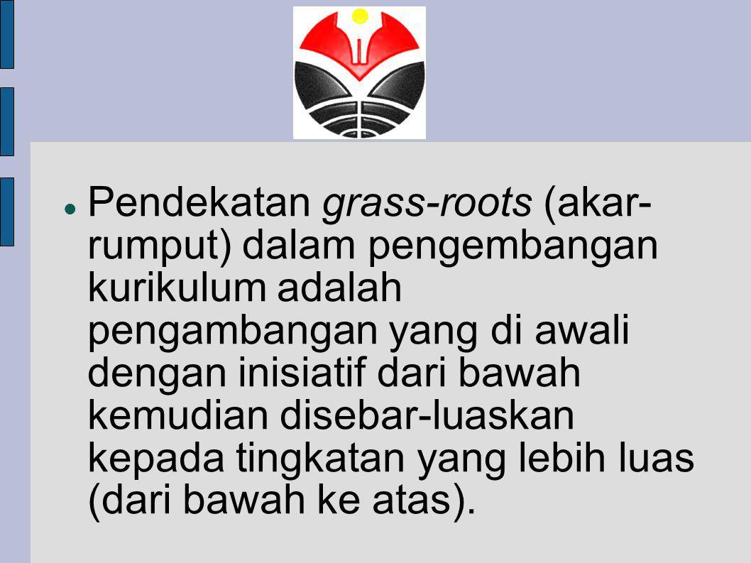 Pendekatan grass-roots (akar-rumput) dalam pengembangan kurikulum adalah pengambangan yang di awali dengan inisiatif dari bawah kemudian disebar-luaskan kepada tingkatan yang lebih luas (dari bawah ke atas).