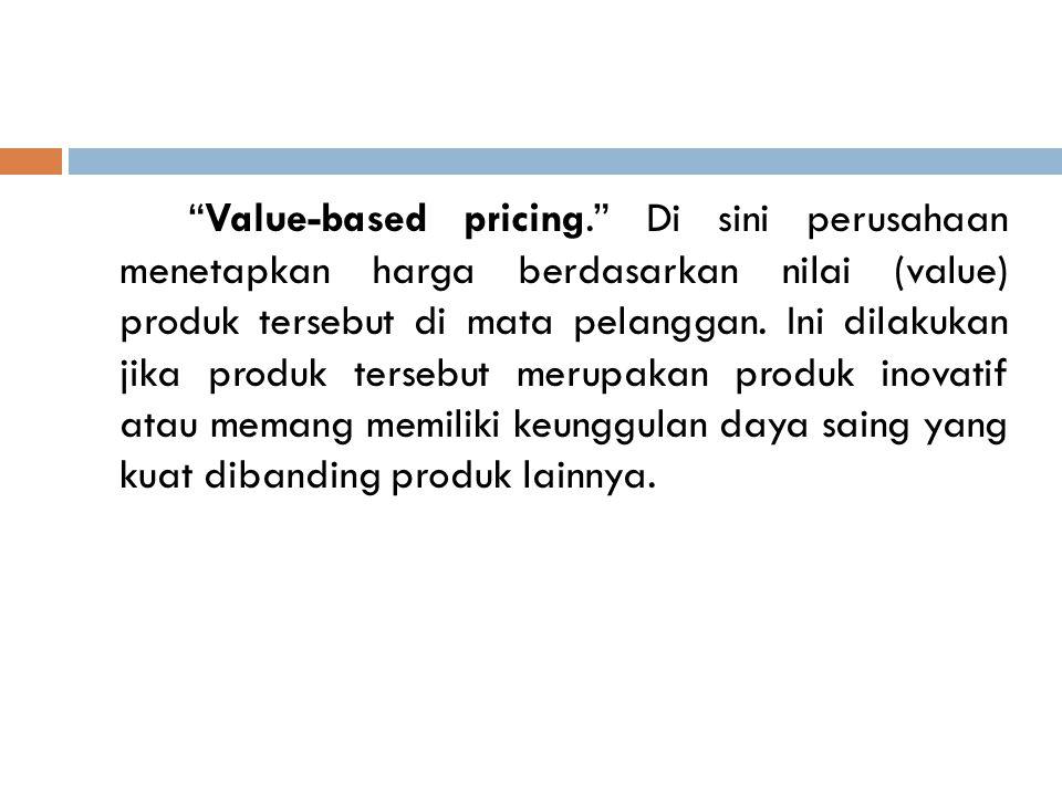 Value-based pricing. Di sini perusahaan menetapkan harga berdasarkan nilai (value) produk tersebut di mata pelanggan.