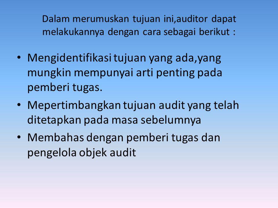 Membahas dengan pemberi tugas dan pengelola objek audit