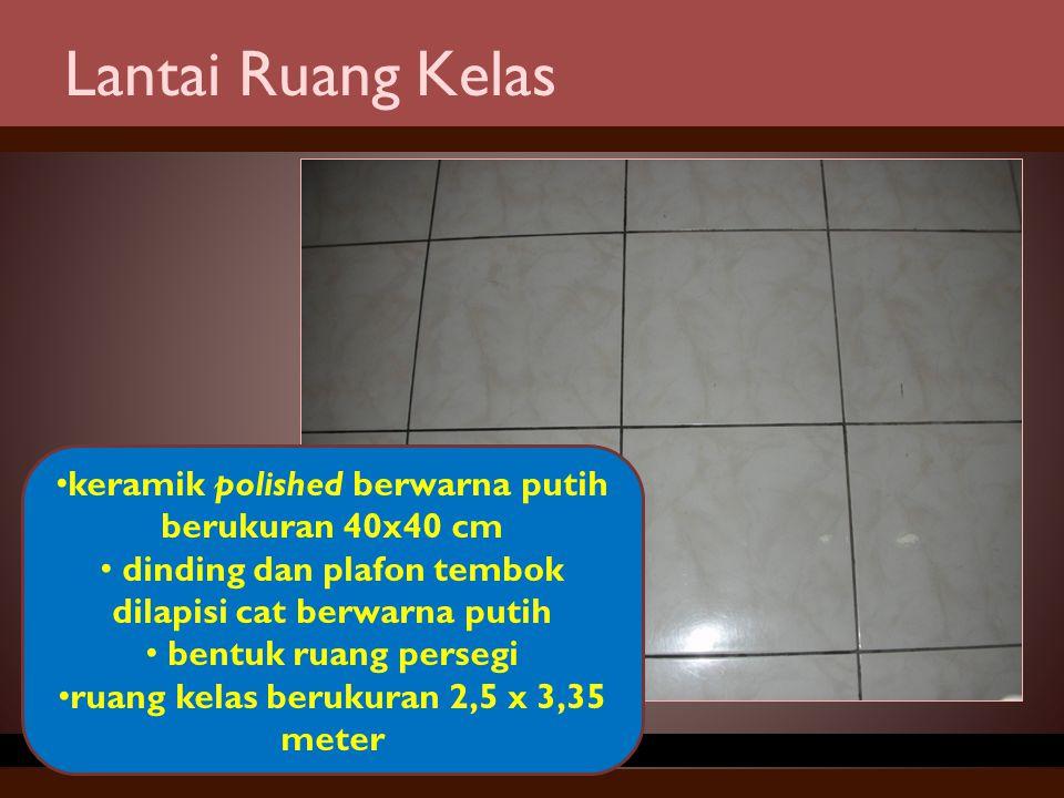 Lantai Ruang Kelas keramik polished berwarna putih berukuran 40x40 cm