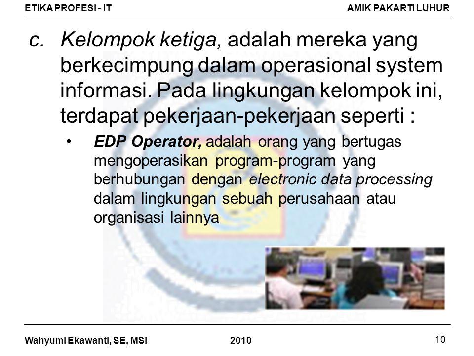 Kelompok ketiga, adalah mereka yang berkecimpung dalam operasional system informasi. Pada lingkungan kelompok ini, terdapat pekerjaan-pekerjaan seperti :