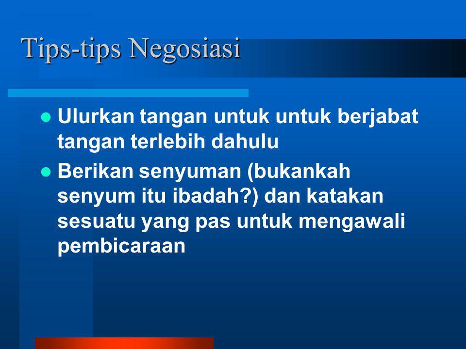 Tips-tips Negosiasi Ulurkan tangan untuk untuk berjabat tangan terlebih dahulu.