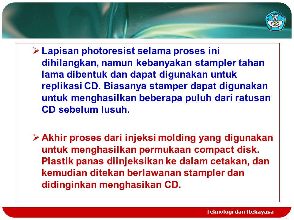 Lapisan photoresist selama proses ini dihilangkan, namun kebanyakan stampler tahan lama dibentuk dan dapat digunakan untuk replikasi CD. Biasanya stamper dapat digunakan untuk menghasilkan beberapa puluh dari ratusan CD sebelum lusuh.