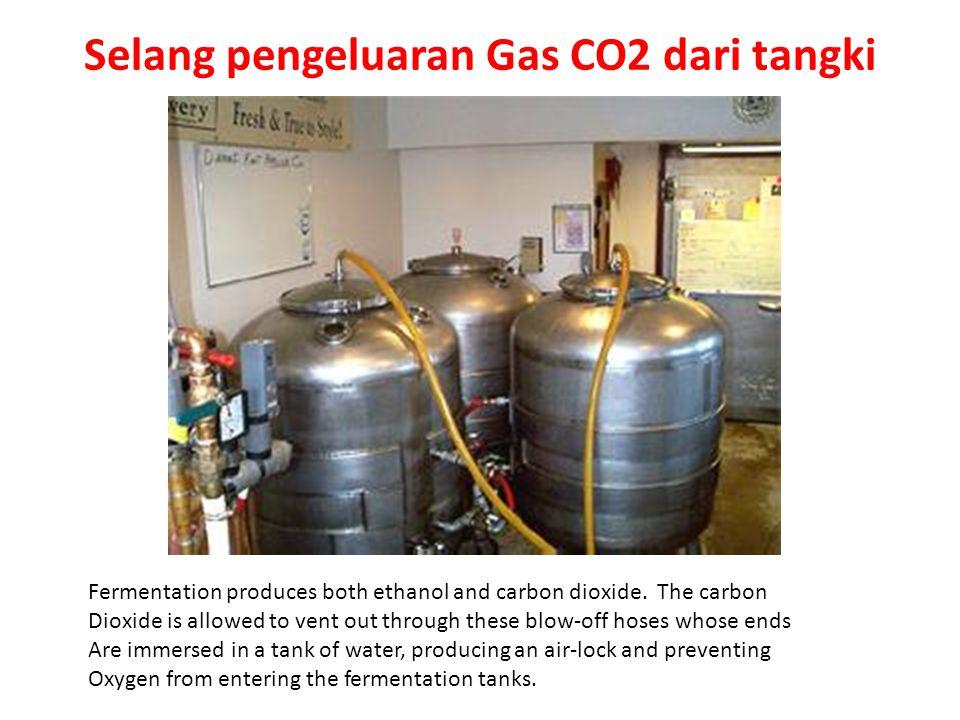 Selang pengeluaran Gas CO2 dari tangki