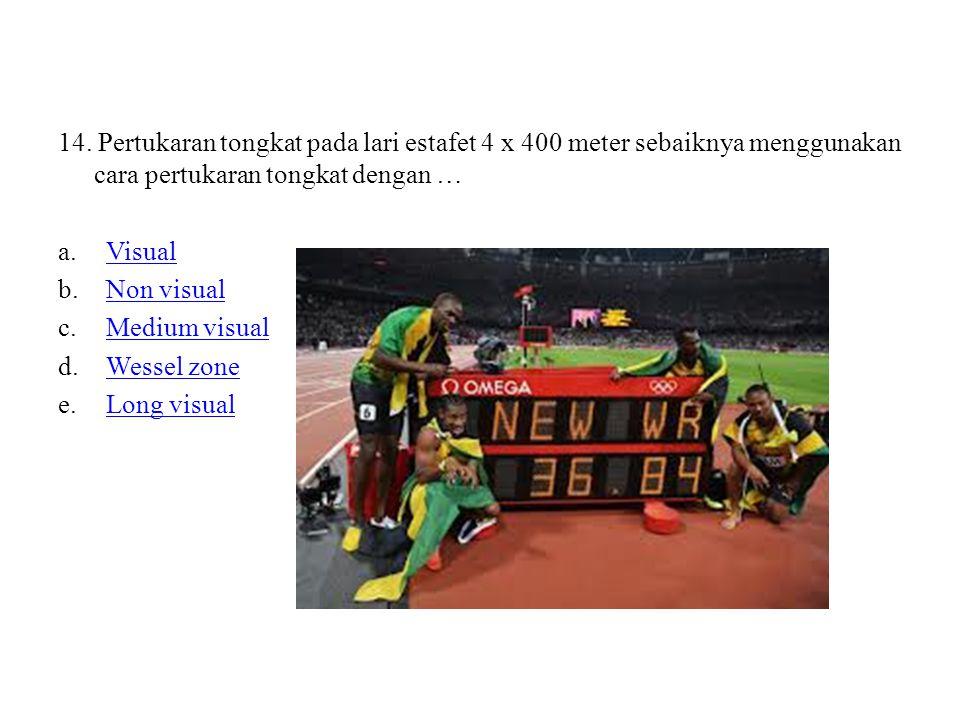 14. Pertukaran tongkat pada lari estafet 4 x 400 meter sebaiknya menggunakan cara pertukaran tongkat dengan …