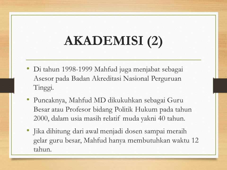 AKADEMISI (2) Di tahun 1998-1999 Mahfud juga menjabat sebagai Asesor pada Badan Akreditasi Nasional Perguruan Tinggi.