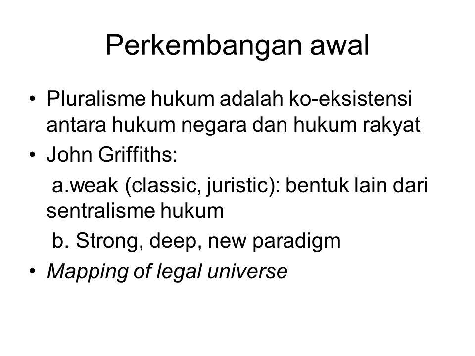 Perkembangan awal Pluralisme hukum adalah ko-eksistensi antara hukum negara dan hukum rakyat. John Griffiths: