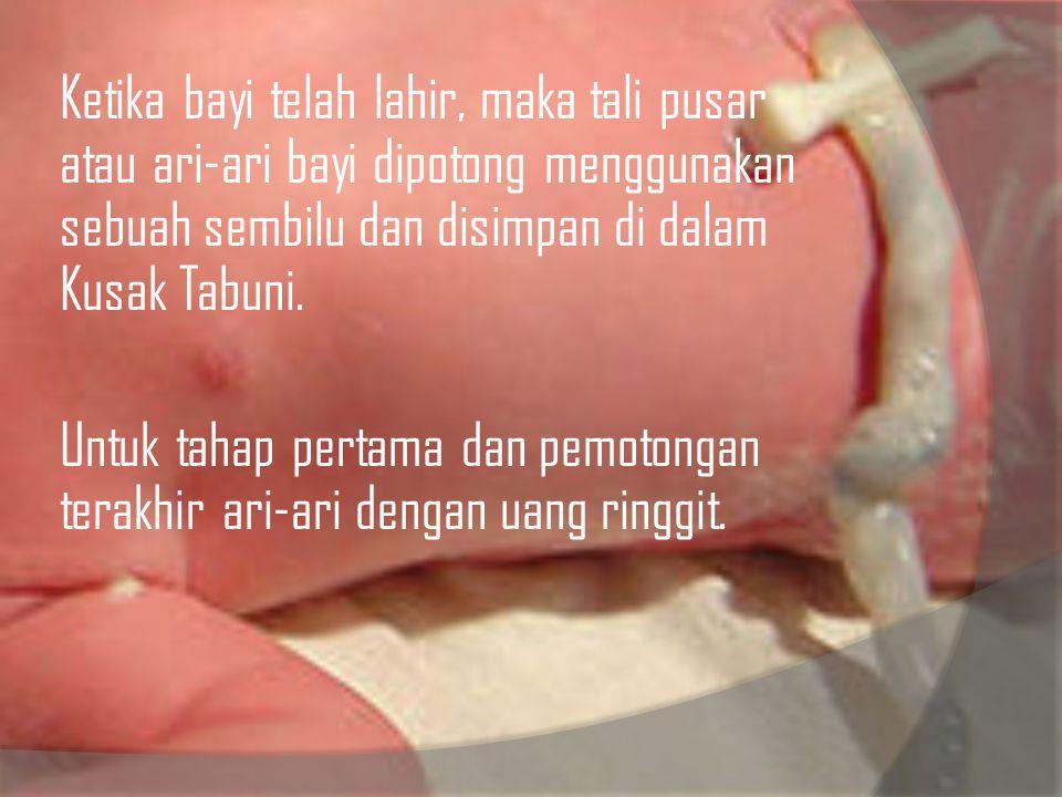 Ketika bayi telah lahir, maka tali pusar atau ari-ari bayi dipotong menggunakan sebuah sembilu dan disimpan di dalam Kusak Tabuni.