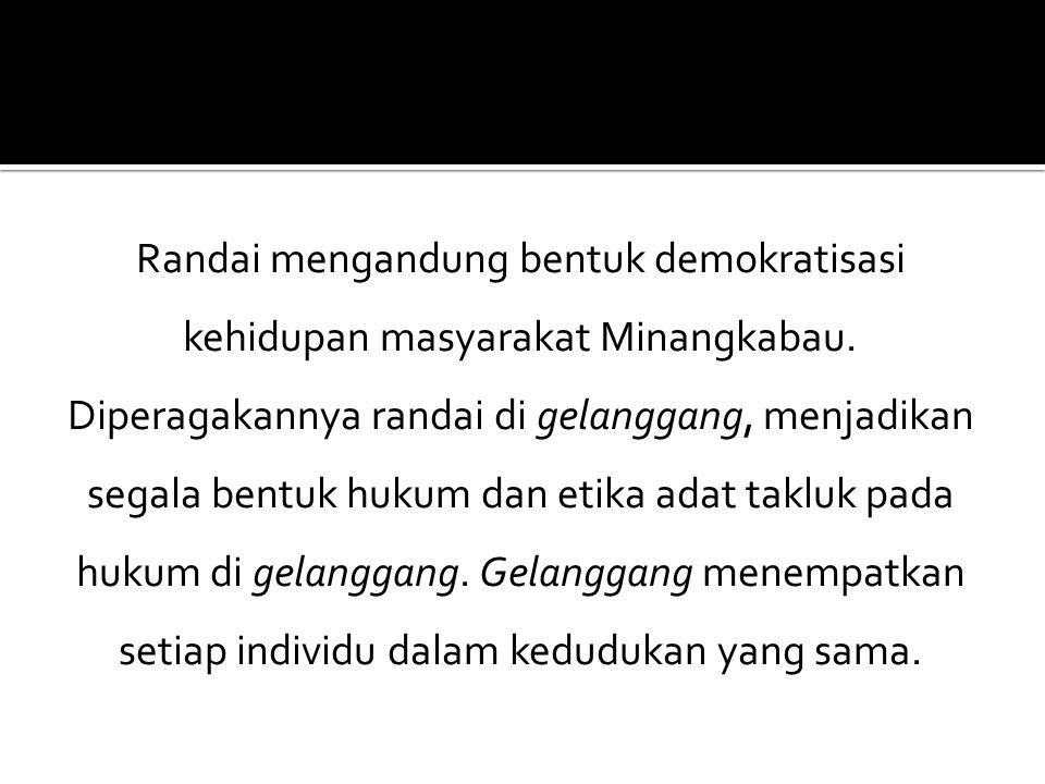 Randai mengandung bentuk demokratisasi kehidupan masyarakat Minangkabau.
