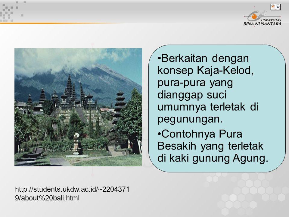 Contohnya Pura Besakih yang terletak di kaki gunung Agung.