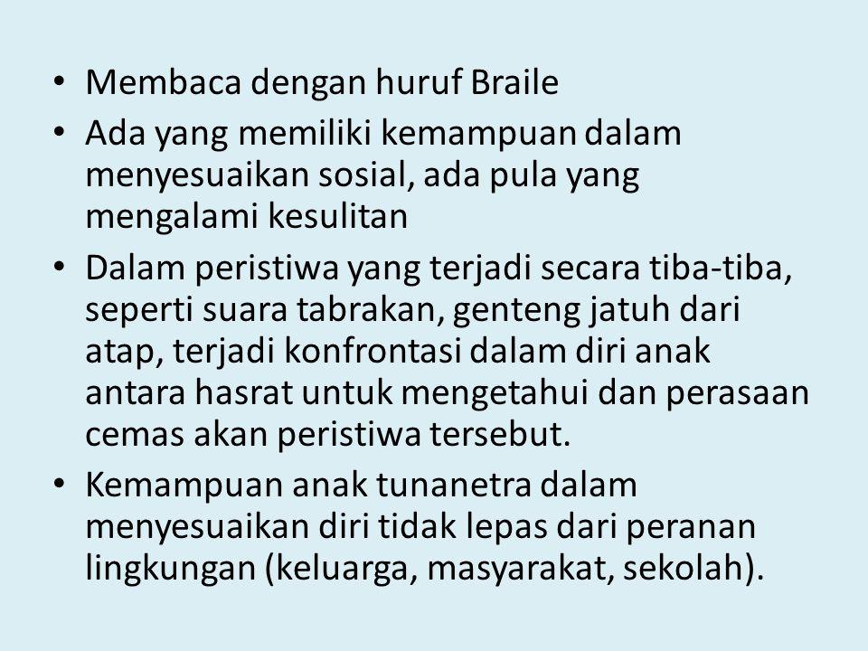 Membaca dengan huruf Braile