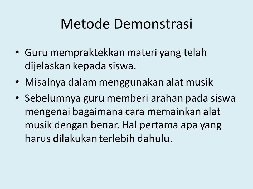 Metode Demonstrasi Guru mempraktekkan materi yang telah dijelaskan kepada siswa. Misalnya dalam menggunakan alat musik.