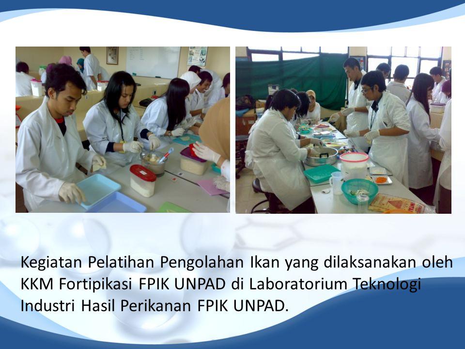 Kegiatan Pelatihan Pengolahan Ikan yang dilaksanakan oleh KKM Fortipikasi FPIK UNPAD di Laboratorium Teknologi Industri Hasil Perikanan FPIK UNPAD.