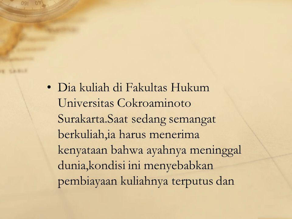 Dia kuliah di Fakultas Hukum Universitas Cokroaminoto Surakarta