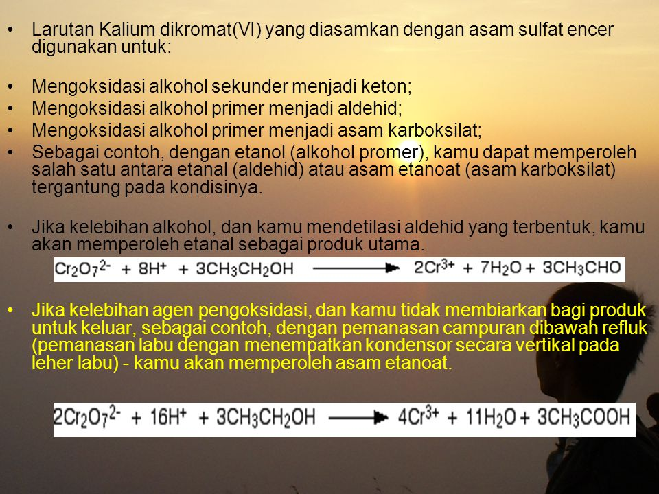 Larutan Kalium dikromat(VI) yang diasamkan dengan asam sulfat encer digunakan untuk: