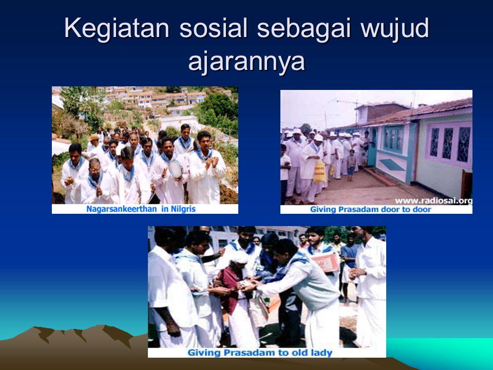 Sai Baba sedang memberikan ceramah pada Devotes / pengikut