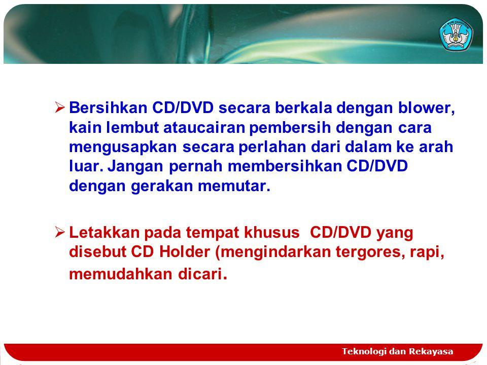 Bersihkan CD/DVD secara berkala dengan blower, kain lembut ataucairan pembersih dengan cara mengusapkan secara perlahan dari dalam ke arah luar. Jangan pernah membersihkan CD/DVD dengan gerakan memutar.