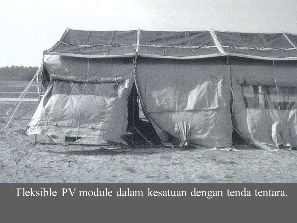 Fleksible PV module dalam kesatuan dengan tenda tentara.