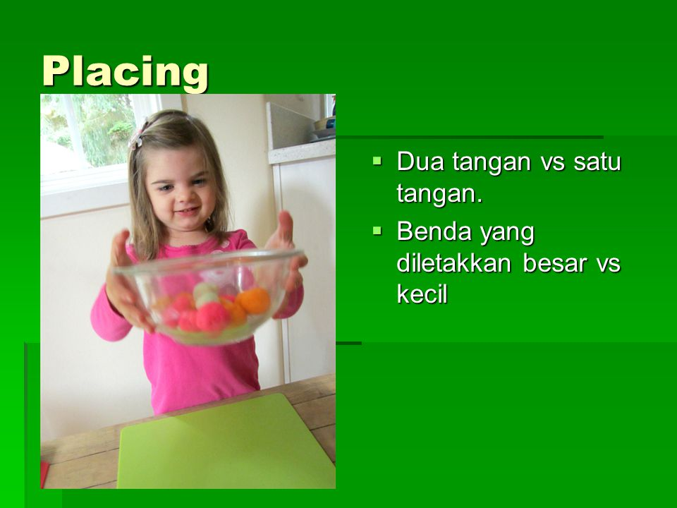 Placing Dua tangan vs satu tangan.