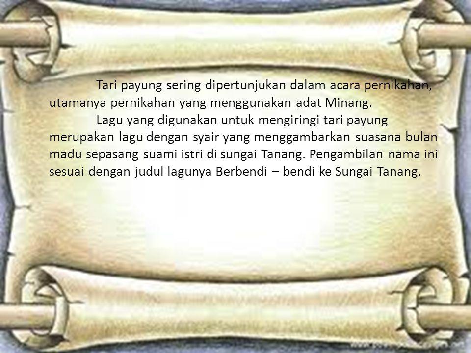 Tari payung sering dipertunjukan dalam acara pernikahan, utamanya pernikahan yang menggunakan adat Minang.