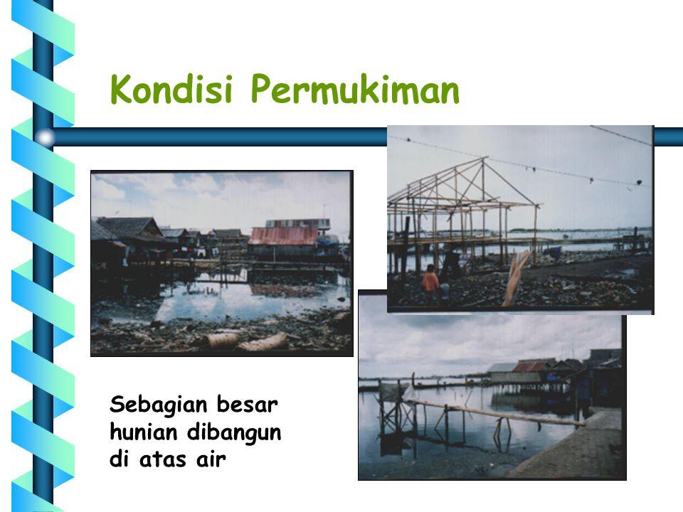 Kondisi Permukiman Sebagian besar hunian dibangun di atas air