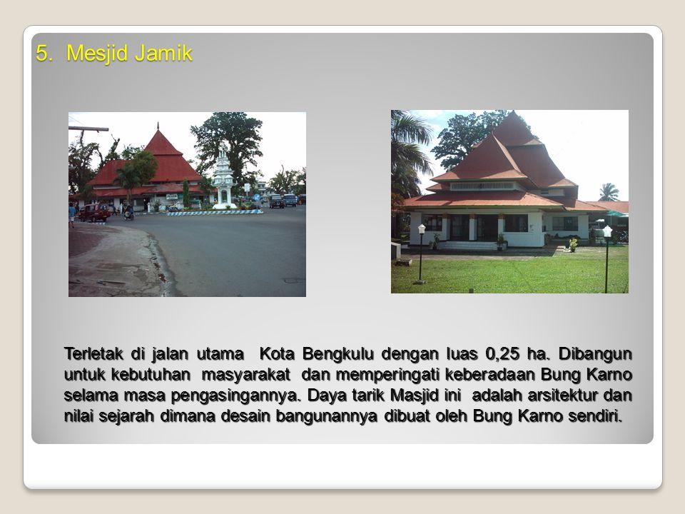 5. Mesjid Jamik