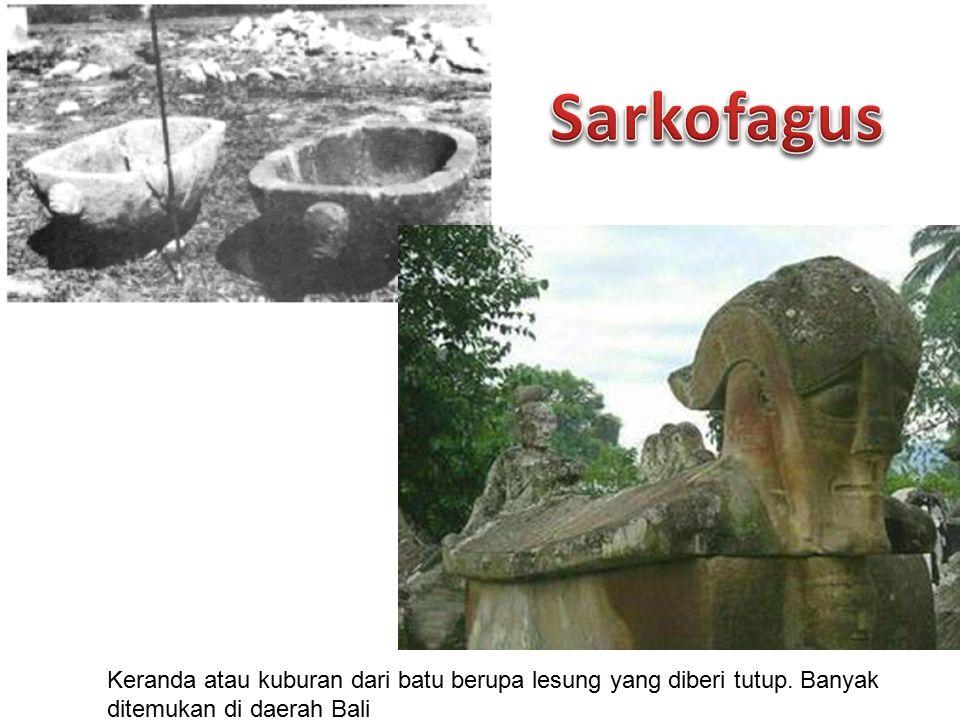 Sarkofagus Keranda atau kuburan dari batu berupa lesung yang diberi tutup.