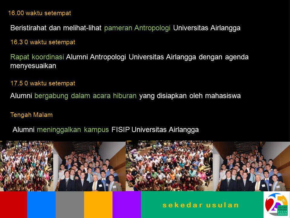Alumni bergabung dalam acara hiburan yang disiapkan oleh mahasiswa