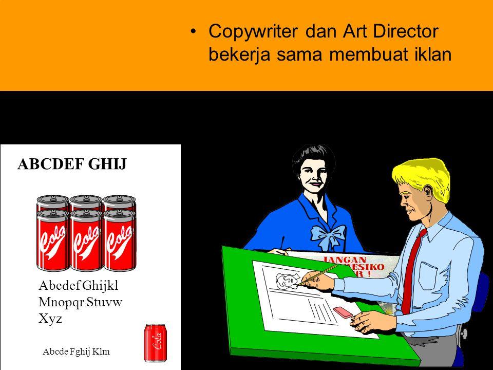 Copywriter dan Art Director bekerja sama membuat iklan