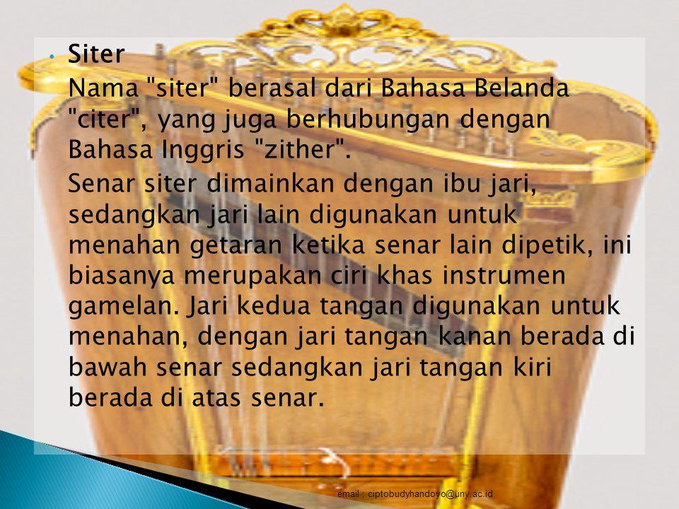 Siter Nama siter berasal dari Bahasa Belanda citer , yang juga berhubungan dengan Bahasa Inggris zither .