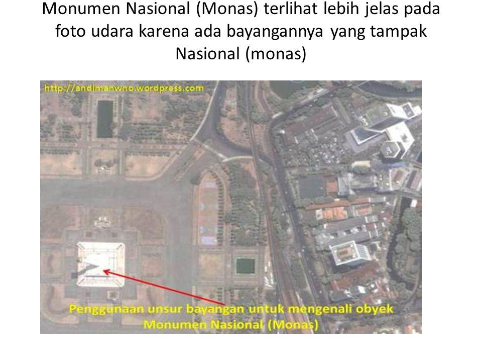 Monumen Nasional (Monas) terlihat lebih jelas pada foto udara karena ada bayangannya yang tampak Nasional (monas) .