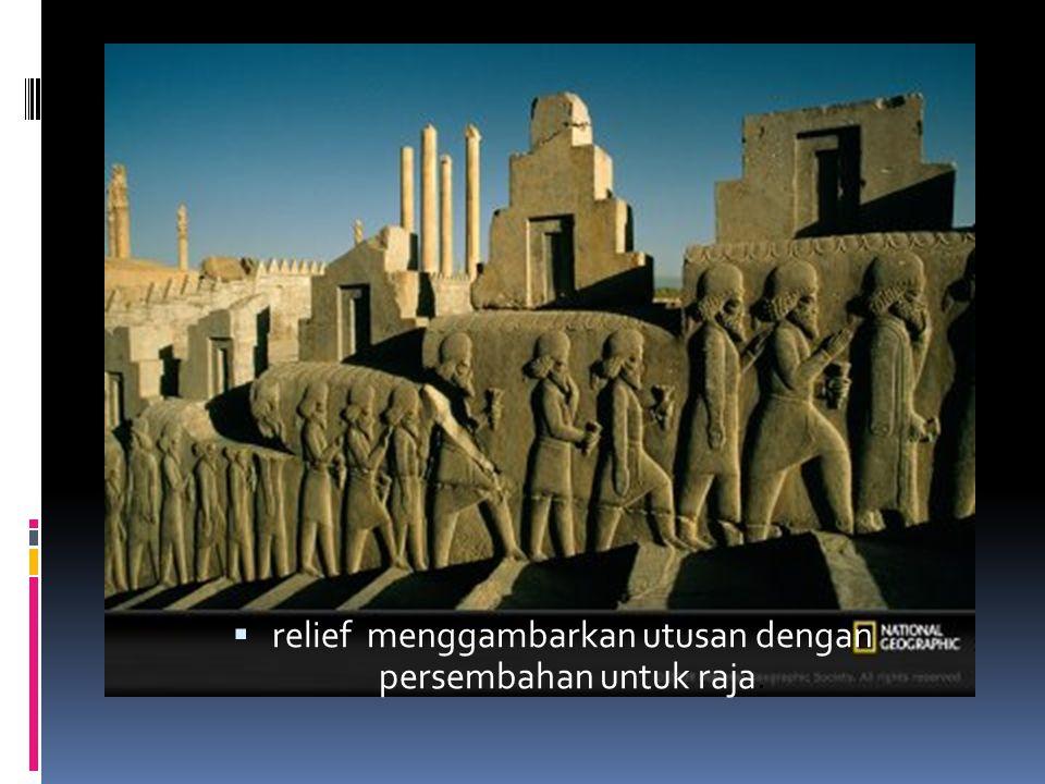 relief menggambarkan utusan dengan persembahan untuk raja.