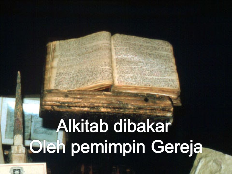 Alkitab dibakar Oleh pemimpin Gereja