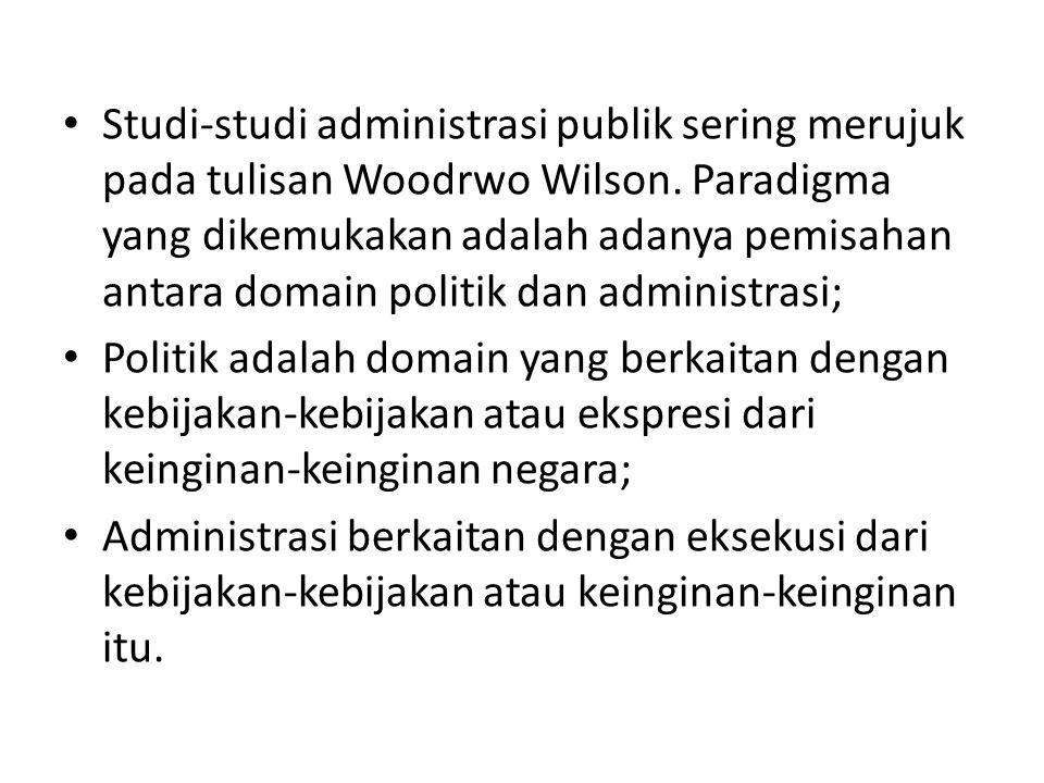 Studi-studi administrasi publik sering merujuk pada tulisan Woodrwo Wilson. Paradigma yang dikemukakan adalah adanya pemisahan antara domain politik dan administrasi;