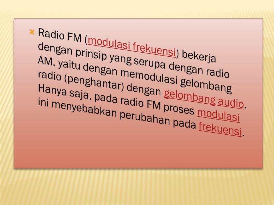 Radio FM (modulasi frekuensi) bekerja dengan prinsip yang serupa dengan radio AM, yaitu dengan memodulasi gelombang radio (penghantar) dengan gelombang audio.