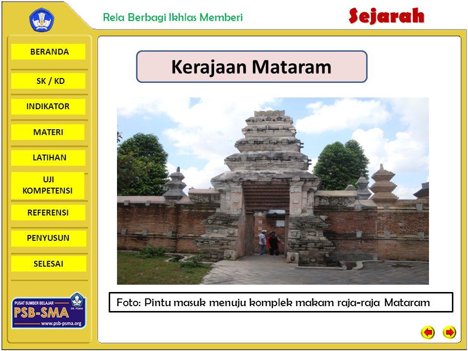 Kerajaan Mataram Foto: Pintu masuk menuju komplek makam raja-raja Mataram