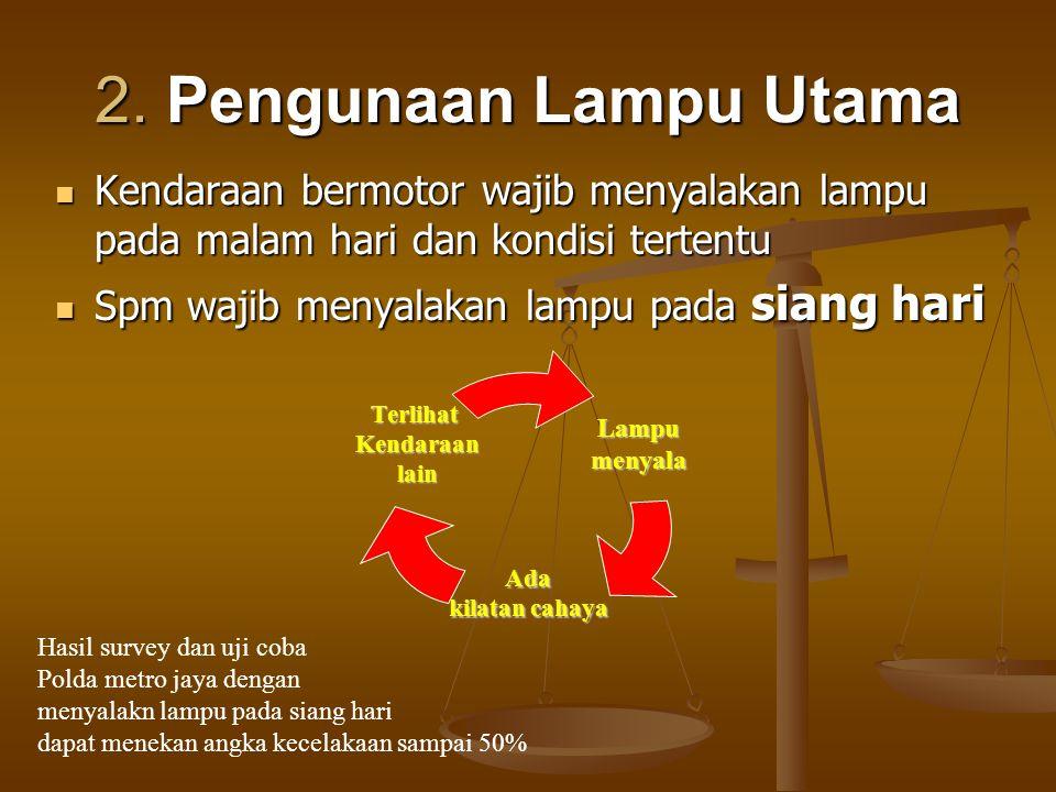 2. Pengunaan Lampu Utama Kendaraan bermotor wajib menyalakan lampu pada malam hari dan kondisi tertentu.