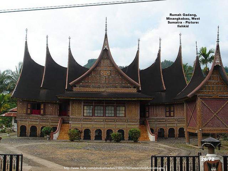 Rumah Gadang, Minangkabau, West Sumatra - Picture: fishkid