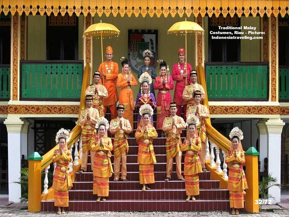 Traditional Malay Costumes, Riau - Picture: Indonesiatraveling.com