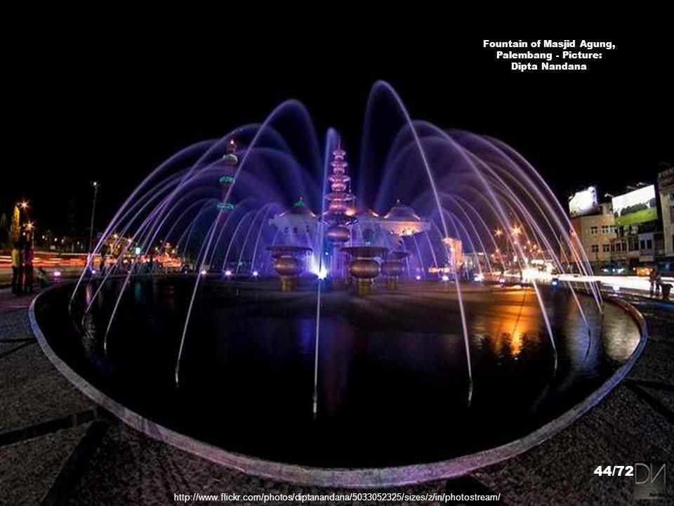 Fountain of Masjid Agung, Palembang - Picture: Dipta Nandana