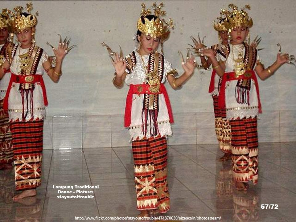 Lampung Traditional Dance - Picture: stayoutoftrouble