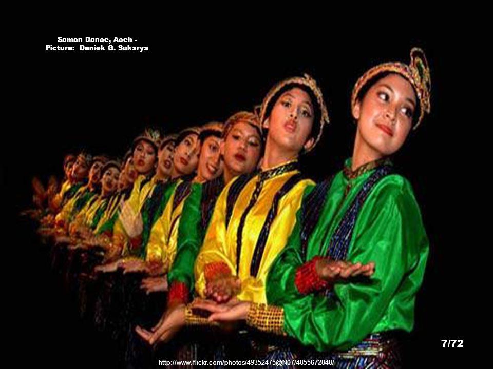 Saman Dance, Aceh - Picture: Deniek G. Sukarya