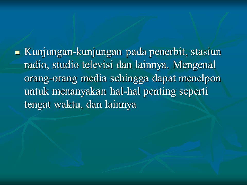 Kunjungan-kunjungan pada penerbit, stasiun radio, studio televisi dan lainnya.