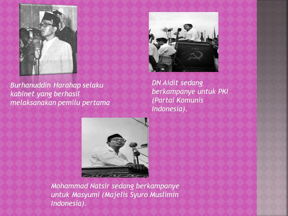 DN Aidit sedang berkampanye untuk PKI (Partai Komunis Indonesia).