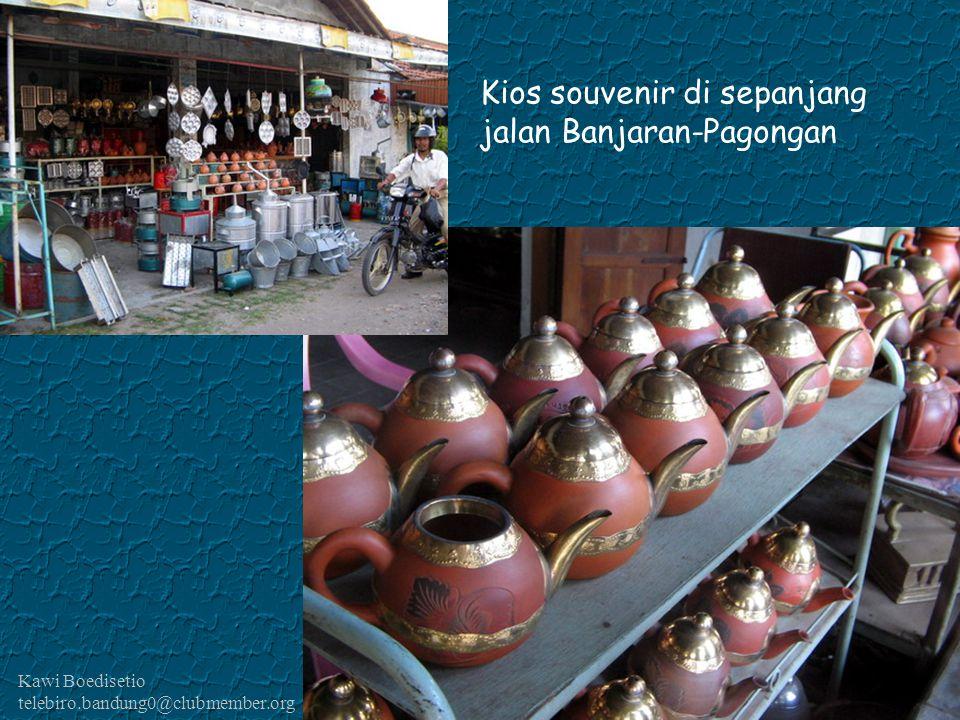 Kios souvenir di sepanjang jalan Banjaran-Pagongan