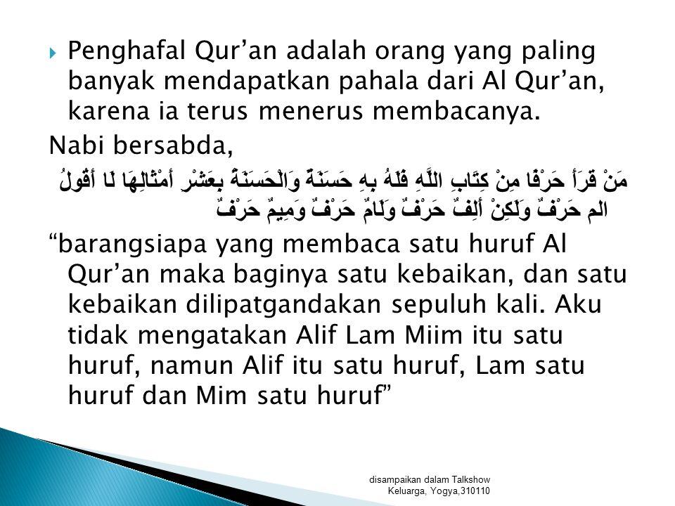 Penghafal Qur'an adalah orang yang paling banyak mendapatkan pahala dari Al Qur'an, karena ia terus menerus membacanya.
